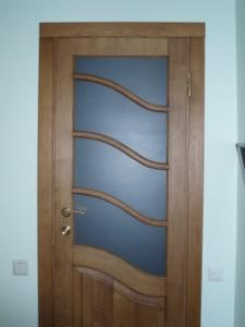 Входные двери со стеклом и ковкой —